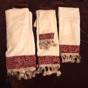 Croscill towel set of 4